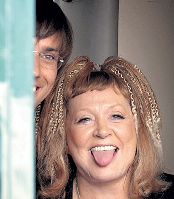Рядом с мужем-«сыночком» и Алла Борисовна помолодела. Фото: yellowpress.ws
