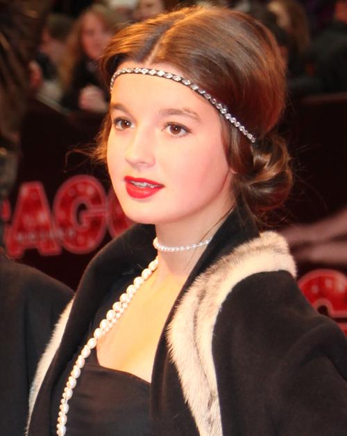 Ретро-образ 13-летней Саши дополнил яркий макияж