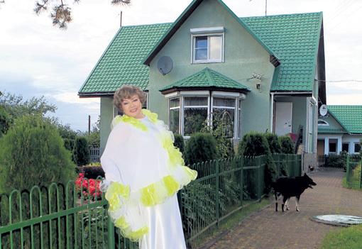 Эдита Станиславовна выглядит прекрасно. Единственная прабабушка, выступающая на российской эстраде, по-прежнему собирает полные залы. Фото Руслана ВОРОНОГО