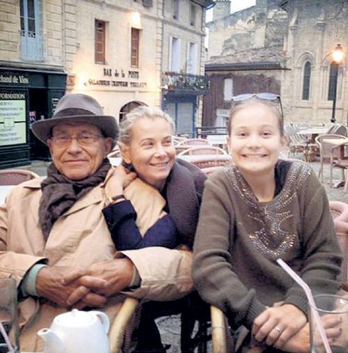 Андрей КОНЧАЛОВСКИЙ и Юлия ВЫСОЦКАЯ с дочерью Машей. Фото: Instagram