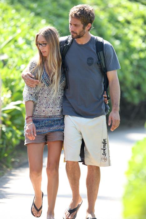 Пол со своей подругой Жасмин на Гавайях.