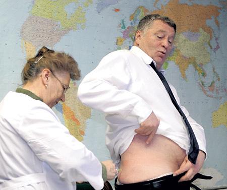 Владимир ЖИРИНОВСКИЙ уверен: причина его раздражительности и недомогания, от которого приходится долго лечиться, - в пропитанных формальдегидом панелях на стенах из ДСП, которыми отделаны кабинеты в Госдуме