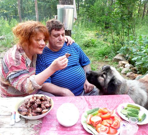 У Анастасии на даче всегда обитали животные (на фото с мужем Владимиром)