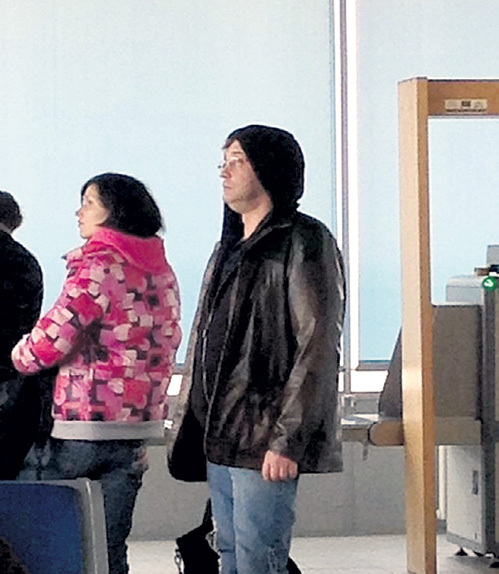 …но был замечен в аэропорту Летище София в полном одиночестве