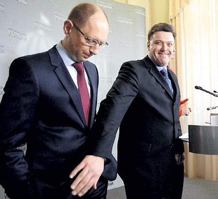 Арсений ЯЦЕНЮК (в очках) любит европейскую шутку и ласку. Фото: Lb.ua