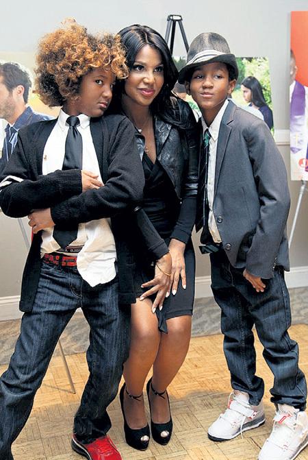 Один из сыновей певицы и актрисы Тони БРЭКСТОН - десятилетний Дизель, страдающий аутизмом (слева), снимается в кино