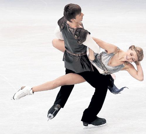 Вика СИНИЦИНА танцует с Русланом ЖИГАНШИНЫМ, но, закрывая глаза, уже представляет перед собой КАЦАЛАПОВА. Фото: © Reuters