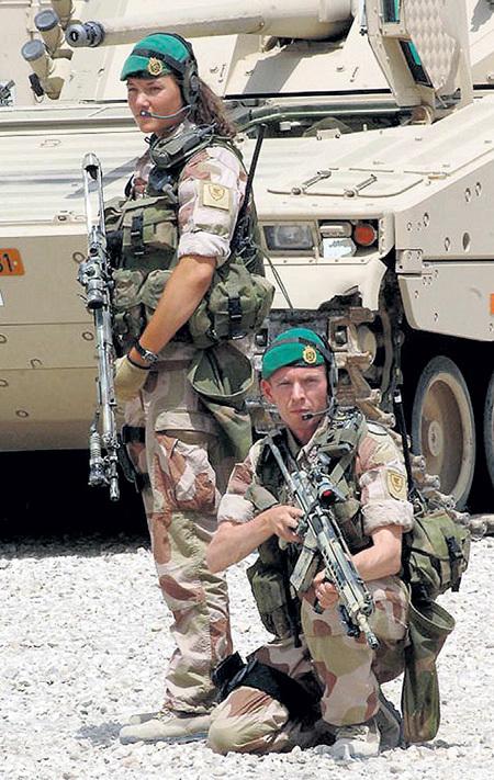 Солдатки томятся: общих казарм на всех пока не хватает