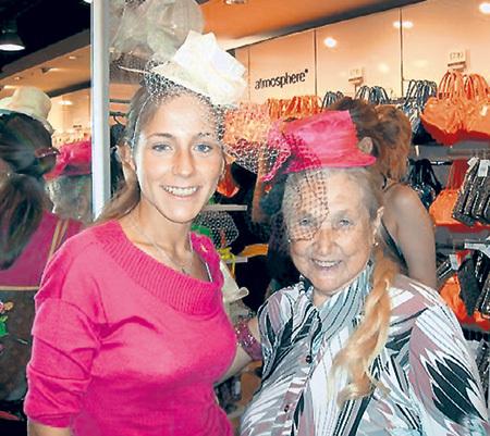 В Лондоне Зоя Ивановна вместе с Юлей ходила по бутикам