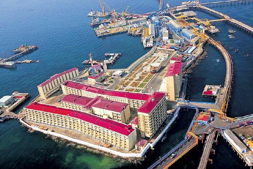 При советской власти в Каспийском море на сваях возвели целый город! Нефтяные Камни называется