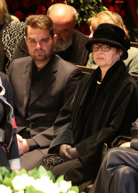 Вдова Юлия ЛЮБИМОВА Каталин с сыном Петром