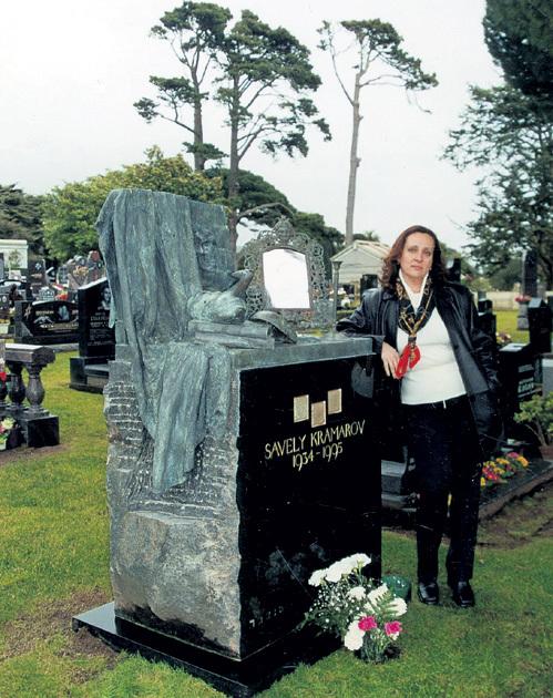 Вдова известного артиста Наталья СИРАДЗЕ часто бывает на могиле любимого на еврейском кладбище Сан-Франциско