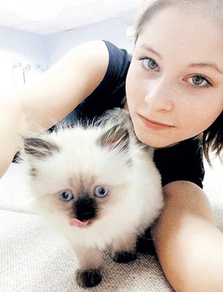Теперь фигуристка делит свою любовь на двоих - на персидского котенка по кличке Пупсяш...