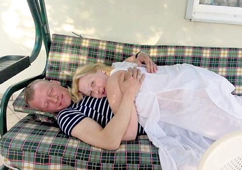 Алексей с супругой Марией на вилле в Шульгино чувствуют себя как дома. Фото: Facebook.com