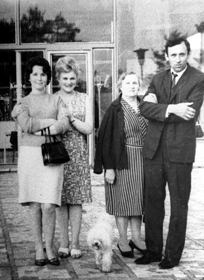 С женой актёра Юрия ЯКОВЛЕВА - Кирой МАЧУЛЬСКОЙ (слева) Алла и её муж, Виктор ЛАПИН (справа), дружили долгие годы