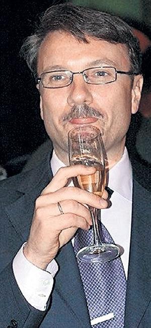 ГРЕФУ на шампанское хватит