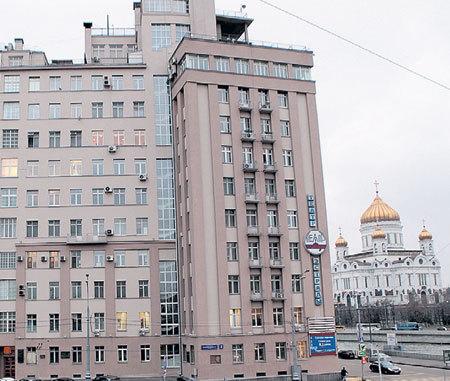 В доме, где живет артист, находится Театр эстрады Геннадия ХАЗАНОВА,...