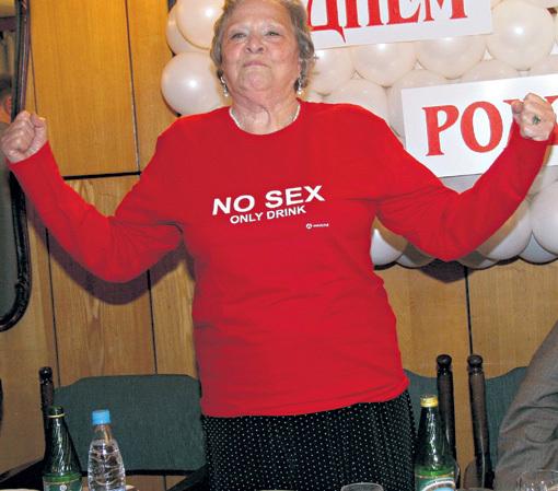 На один из дней рождения САДАЛЬСКИЙ подарил Римме Васильевне провокационную майку с надписью «Никакого секса, только выпивка», в которой она щеголяла весь вечер