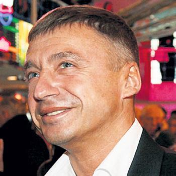 Старший сын артиста скоро тоже отпразднует юбилей: Антону исполнится 55