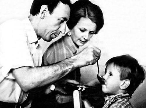 Папа и мама воспитывали Сашу по разным сценариям (1970 г.)