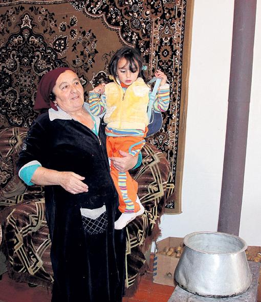 Елена САРКИСЯН с внучкой - дальние родственники «поп-императрицы»