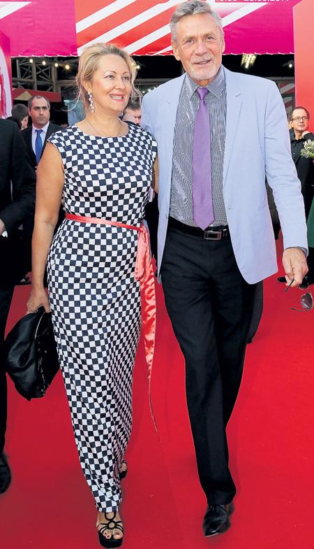 Александр Яковлевич с женой Оксаной вместе уже почти 15 лет. Фото Бориса КУДРЯВОВА