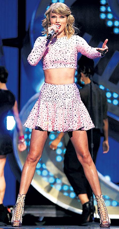 Тейлор получила столько наград, что пожаловалась: « Как же устали ноги…»