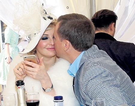 Депутаты Мария и Денис...