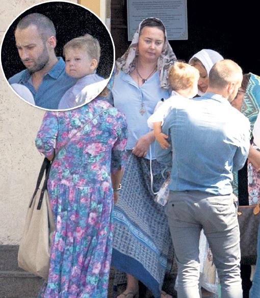 11 месяцев назад звёздные родители крестили сына в Риге. Прошлое лето семья провела в Прибалтике - там Жанна чувствовала себя почти здоровой