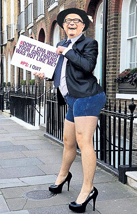 На одном из компрометирующих фото лорд СЬЮЭЛ предстал в лифчике и косухе. Британцы стали предлагать ему другие образы