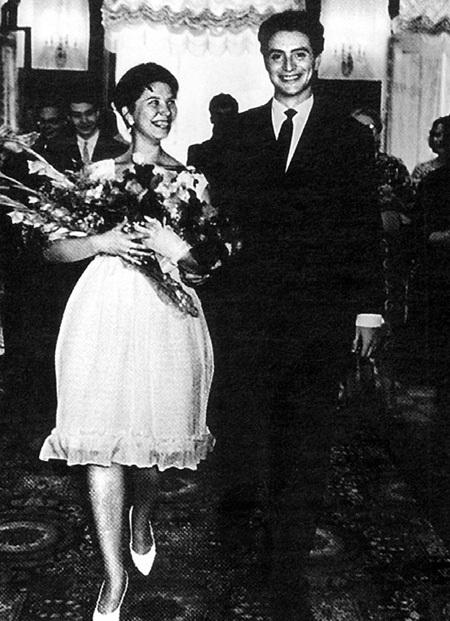 Алла и Веня поженились совсем юными...