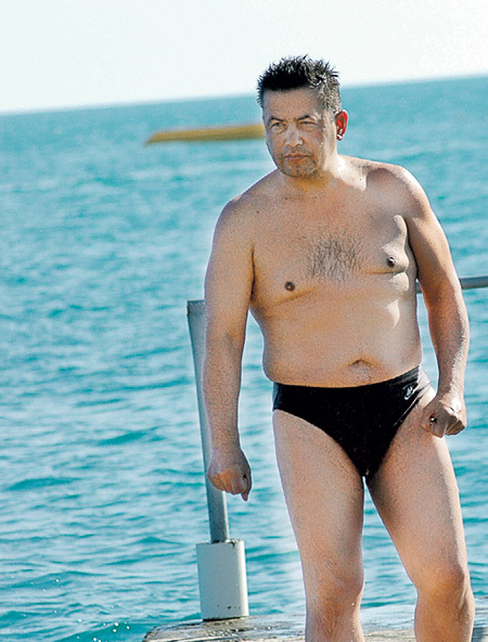 Зрелые мужики в плавках