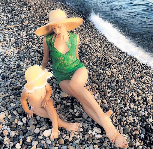 Этим летом Ирина с Василисой много времени провели на пляже