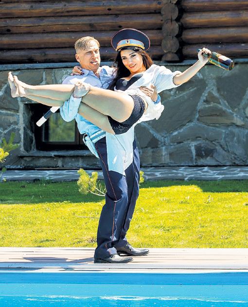 На съёмках комедии «Самый лучший день» с Дмитрием НАГИЕВЫМ: такая ноша не тянет! Фото BAZELEVS