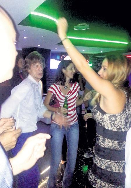 Мик ДЖАГГЕР в кубинском ночном клубе оказался своим в доску