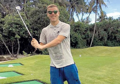 КОКОРИН изображал из себя гольфиста