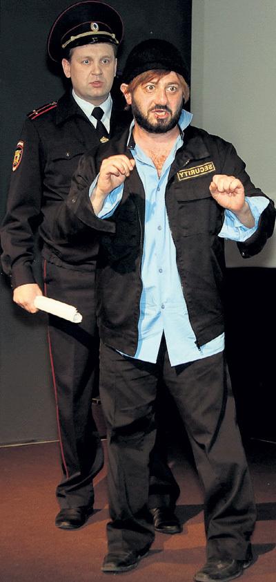 На презентации ГАЛУСТЯН изображал охранника по фамилии Бородач, а Артур КАЗБЕРОВ - сурового полицейского