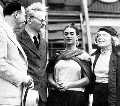 Лев ТРОЦКИЙ (второй слева) сполна воспользовался мексиканским гостеприимством. Крайняя справа - его жена Наталья СЕДОВА