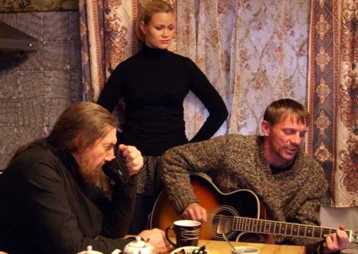 В сериале « Спасайся, брат» Алексей исполнил свою песню « Марип». Кадр: «НТВ»