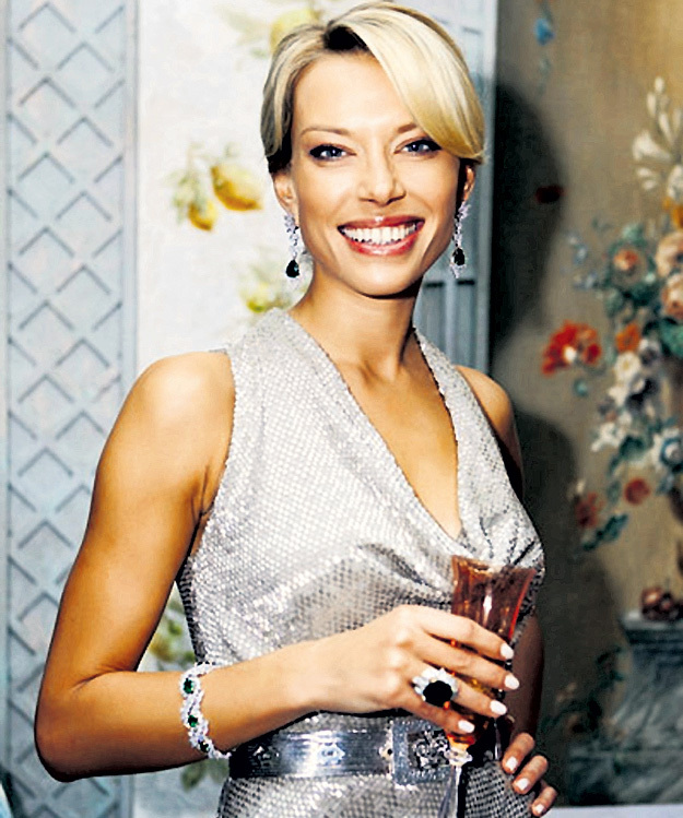 Андрей СКОЧ обрамил любимую Елену ЛИХАЧ бриллиантами. Фото: «Tatler»