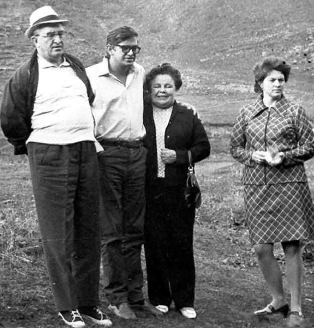 Генсек со второй женой Татьяной Филипповной и детьми - Игорем и Ириной