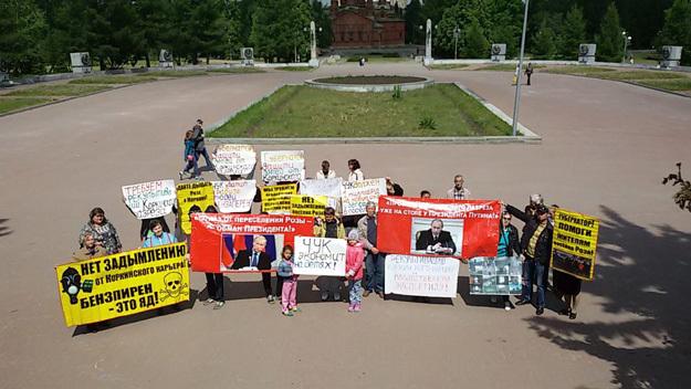 Жители близлежащего посёлка Роза (150 метров от края Коркинского разреза) требуют признать Коркино и Розу эпицентром экологической катастрофы