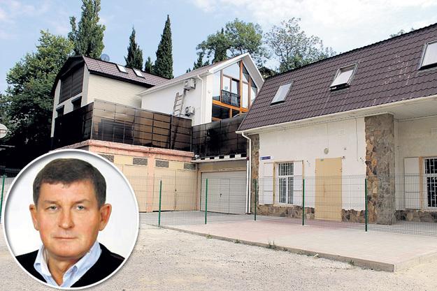 На месте дома депутата горсовета Сергея ШИМЧУКА раньше был школьный двор