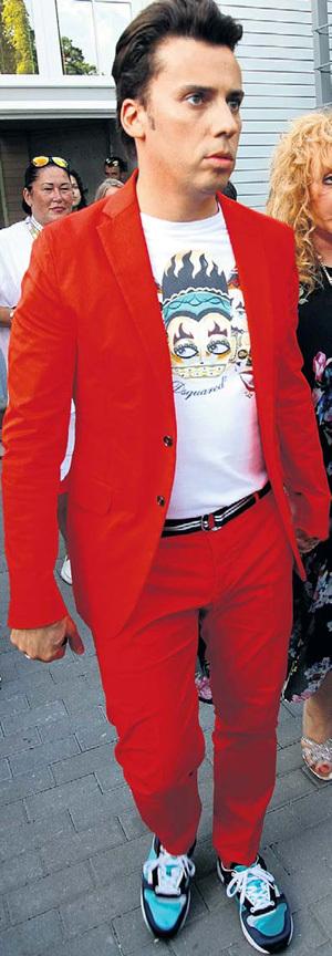 Максим ГАЛКИН любит заправлять футболку в брюки и яркую обувь. А нам, девочкам, такое не по сердцу...