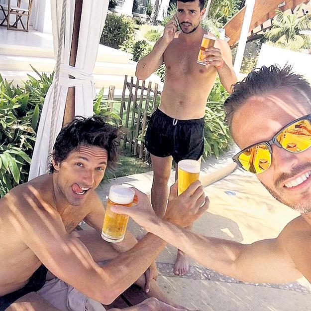ВЕЛЕНКОСО отлично проводит время и с мальчиками. Фото: Instagram.com