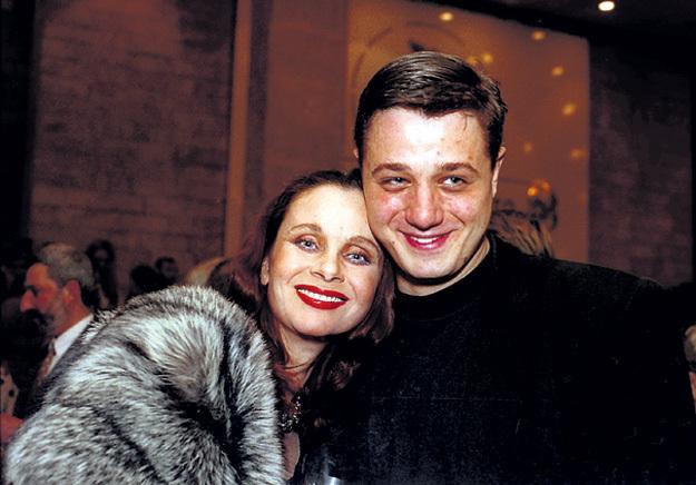 Лёша стеснялся своей мамы: ему казалось, что ярлык «сын Любови ПОЛИЩУК» - это тяжёлый груз и навсегда. Фото с сайта personastars.com