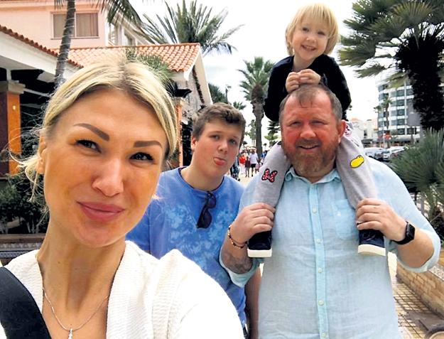 В эти зимние каникулы Константин свозил семью на Канары. Фото: Facebook.com