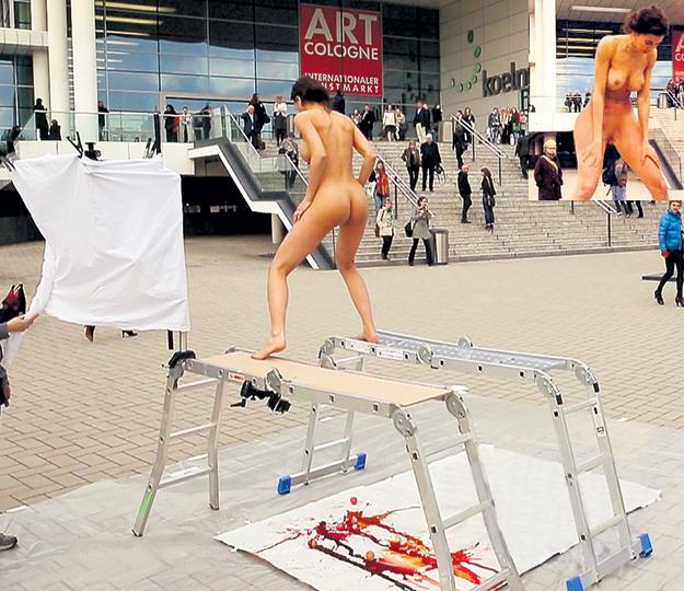 В апреле 2016 года Международная выставка ART Cologne в Кельне собрала около 200 галерей со всего мира. Многие произведения рождались на глазах посетителей...