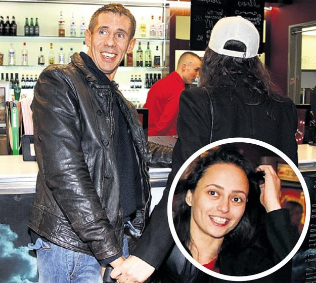Спутница Алексея ПАНИНА Маргарита, сходив в бар, перестала прятать лицо