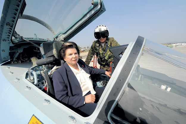 Год назад Валентина Владимировна побывала на базе российских ВКС в Сирии, изучила истребитель Су-30 и пожелала нашим пилотам бить врага до полной победы над ИГИЛ (запрещена в России)
